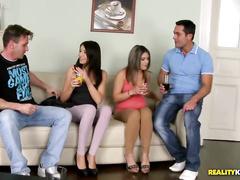 Сексуальную милаху парниша лишает анальной девственности