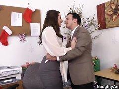 Мелани Риос трахается с дядей, когда он этого хочет