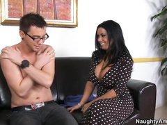 Капри Каванни своей любовницей постоянно удовлетворяется