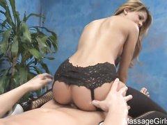 Анджелина Валентина трахается с соседом в разных позах
