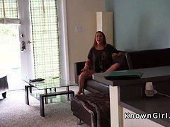 Изящная Бритни трахается с парнем на диване